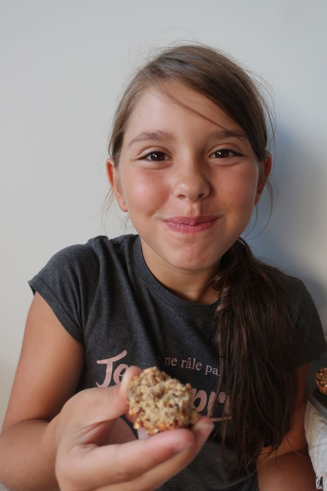 Energy balls aux graines de sésame grillées, collation pour les enfants