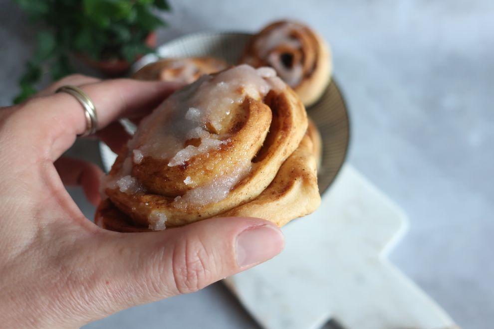 Brioche à la cannelle, version facile et healthy des fameux cinnamon rolls que tout le monde aime déguster dans un délicieux petit déjeuner.