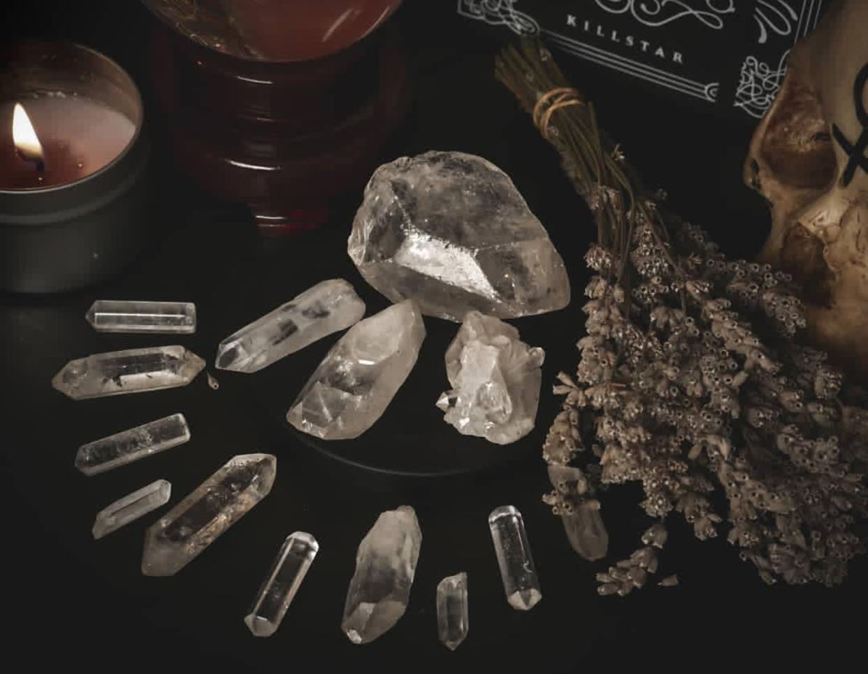 Combiner pierres et bougies, déposer une pierre sur vote thymus pour vous aider.