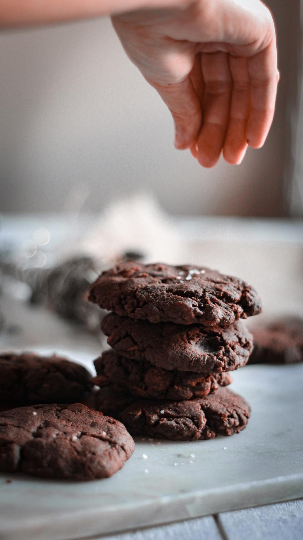 Délicieuse recette de cookies avec une pointe de sel, j'ai utilisé de la farine d'épeautre car elle contient moins de gluten qu'une farine de blé.