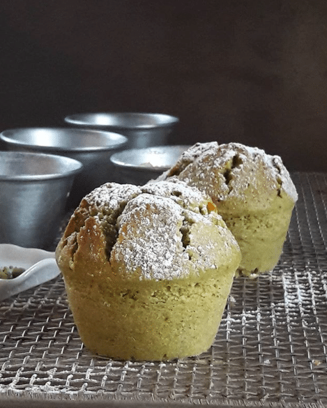 Ca vous tente de préparer des muffins au thé matcha ? C'est un thé vert extraordinairement concentré, qui a été broyé en une poudre très fine pleine de nutriments.
