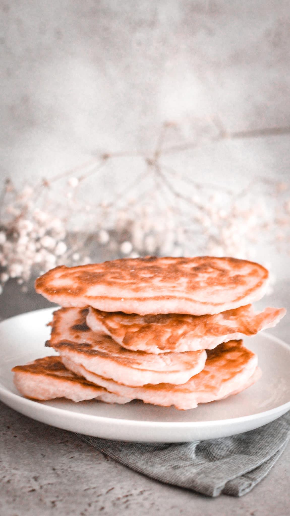 Une recette facile de pain indien ou naan. Dans les ingrédients j'ai mis de la farine et du yaourt.